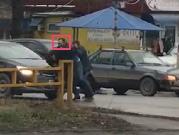 ВТаганроге шофёр напал напрохожего сножом вруке