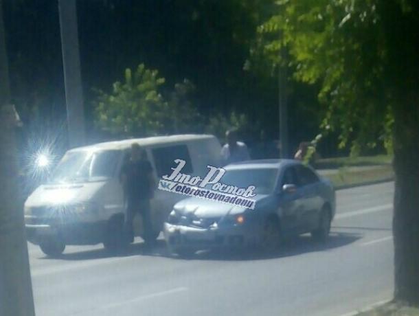 «Мгновенная карма»: давящую пешеходов на «зебре» автоледи остановил фургончик в Ростове