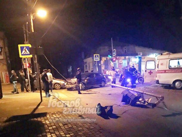 Жуткое ДТП, в котором столкнулись иномарка и скорая помощь, попало на видео в Ростове