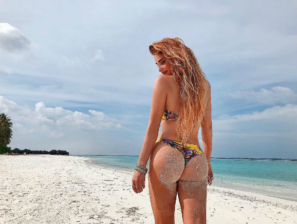 Сексуальная Татьяна Котова охотилась на барракуду на острове Маврикий