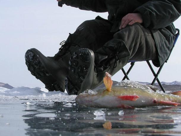 ВРостовской области cотрудники экстренных служб 5км тащили насебе умирающего рыбака
