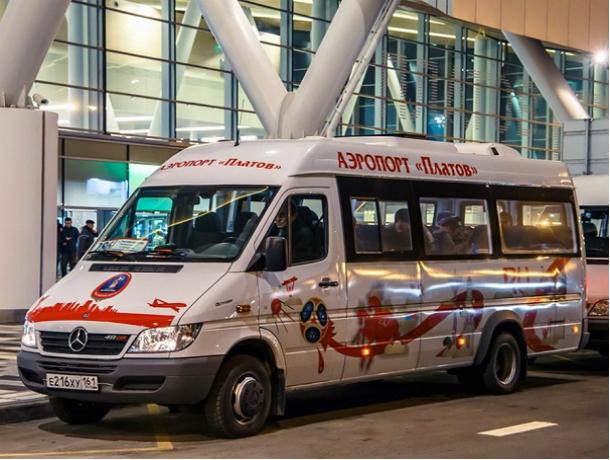 Стоячие места в заполненных до отказа маршрутках до «Платова» вызвали жаркую дискуссию у жителей Ростова
