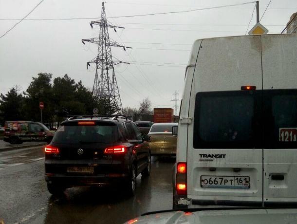 Грандиозные пробки на дорогах Ростова сфотографировали шокированные водители