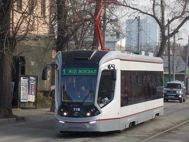 Трамвай и «Патриот» не поделили улицу Станиславского в Ростове-на-Дону