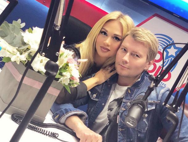 Николай Басков не смог сдержаться и закружил в танце возлюбленную красавицу Викторию Лопыреву из Ростова