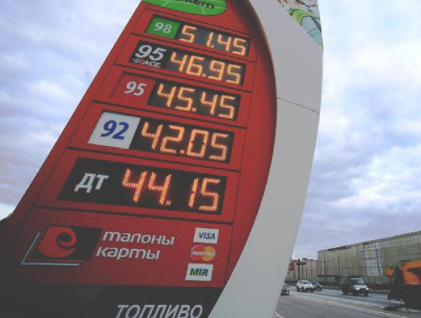 Неприятный новогодний «подарок»: в Ростовской области резко взлетели цены на бензин