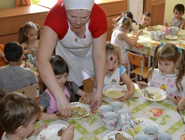 Подозрительными яйцами кормили детсадовцев в Ростовской области