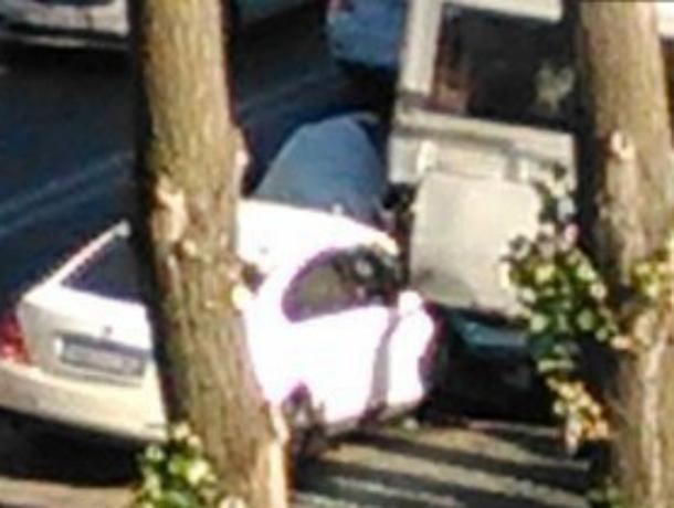 ВРостове женщина наиномарке врезалась вавтобус