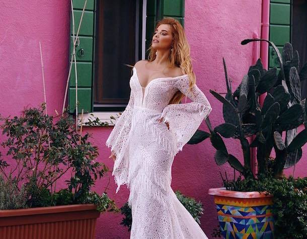 Ростовская певица Котова в предельно декольтированном платье поделилась секретами здоровой жизни
