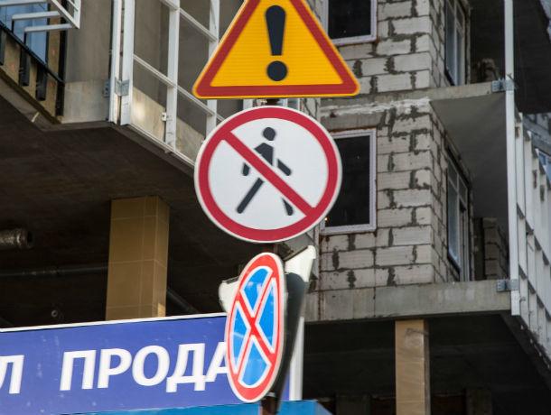 Боже, дай мне знак: скрытые в кронах деревьев дорожные знаки стали кошмаром и проклятием ростовчан