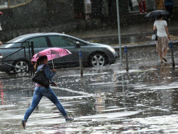 Штормовой ветер и мощная гроза ударят по Ростовской области