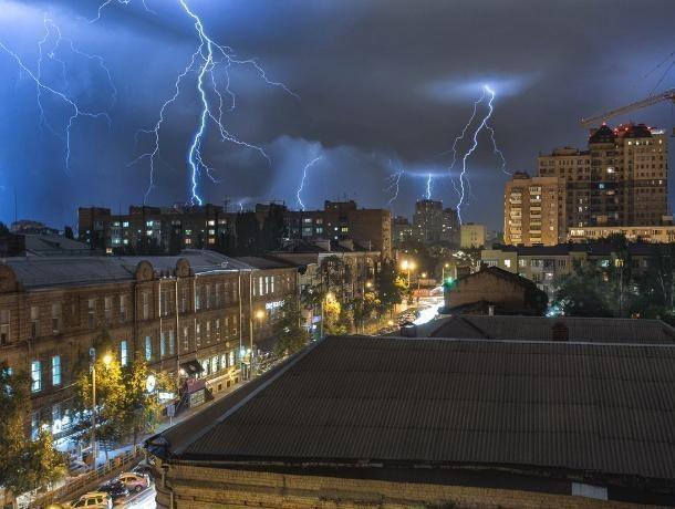 На Ростов надвигается сильный шторм с ливнем и градом