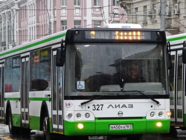 Автобус спассажирами протаранил иномарку вРостове