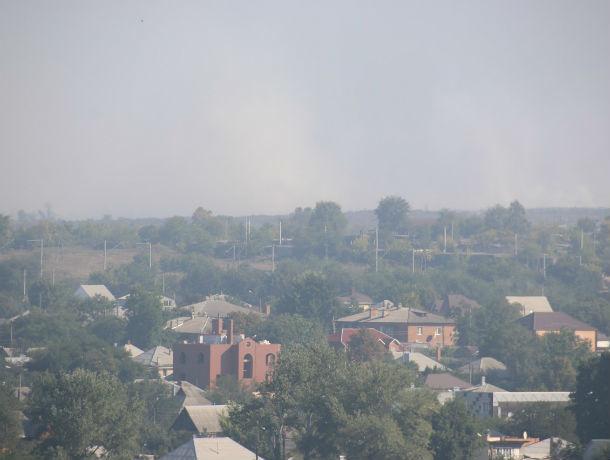 Жители Красного Сулина задыхаются в дыму горящей свалки