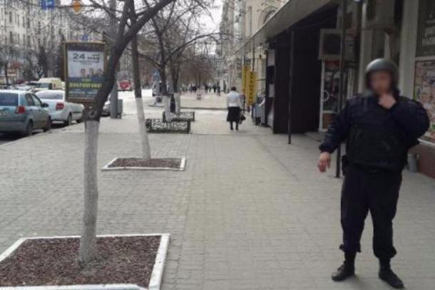 Бесхозный пакет стал первопричиной автомобильной пробки вцентре Ростова
