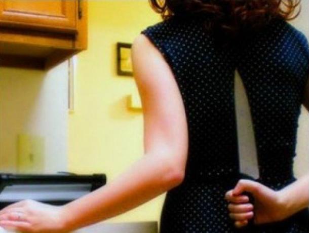 ВВолгодонске 38-летняя женщина ударила мужа ножом вживот