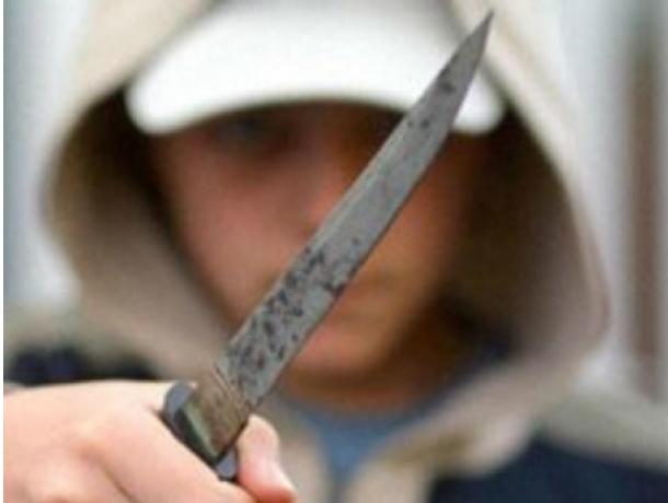 Двое мелочных школьников едва не убили двух парней из-за 200 рублей и дешевых телефонов