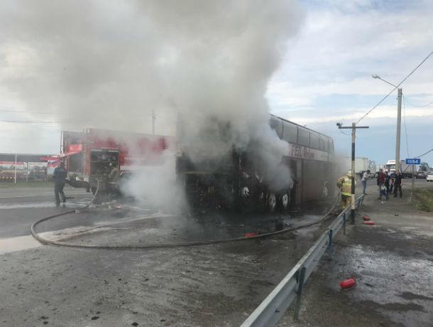 В Ростовской области загорелся автобус, перевозивший 72 ребенка