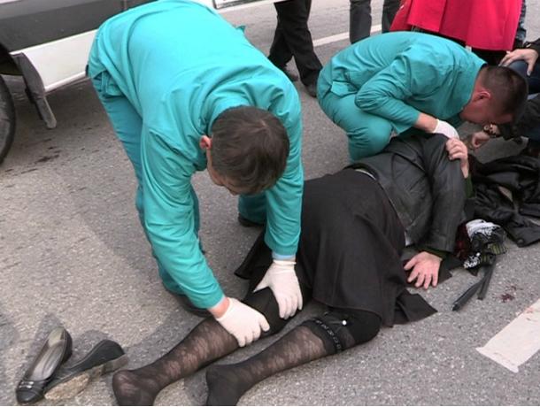 Автоледи на Chevrolet жестоко травмировала перебегавшую дорогу женщину под Ростовом