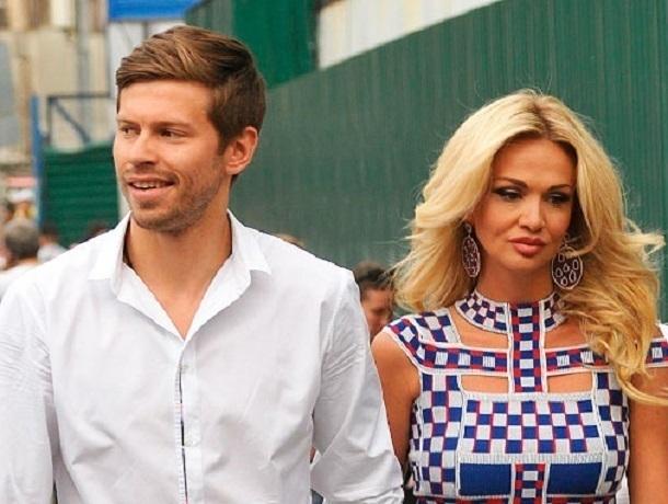 Бывший муж ростовской красавицы Виктории Лопыревой доказал, что способен намазать масло на хлеб