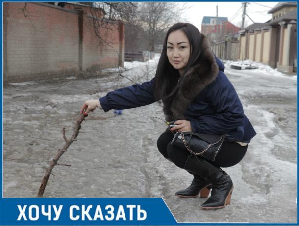 Жуткие ямы на Маршальской улице в Ростове бьют машины и калечат людей
