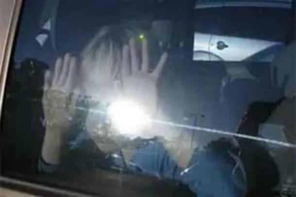 Ростовчане разбили стекло иномарки испасли задыхающегося ребенка