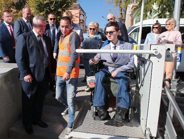 Власти Ростова признали, что город неудобен для инвалидов