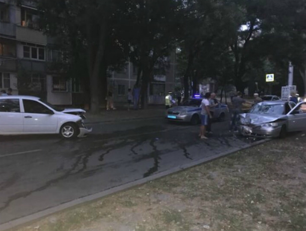 Молодой человек попал в реанимацию после скоростного наезда неуклюжей «Лады» в Ростове