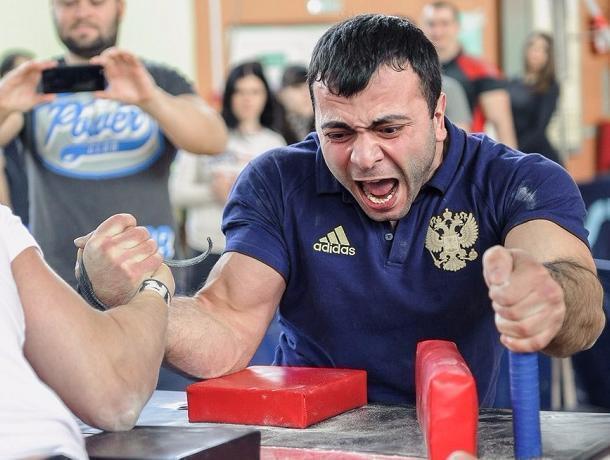 Победителями соревнований по армрестлингу стали богатыри из Ростова и Чалтыря
