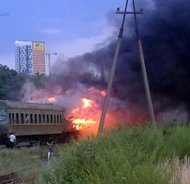 ВРостове натерритории ремонтного депо полыхали три вагона