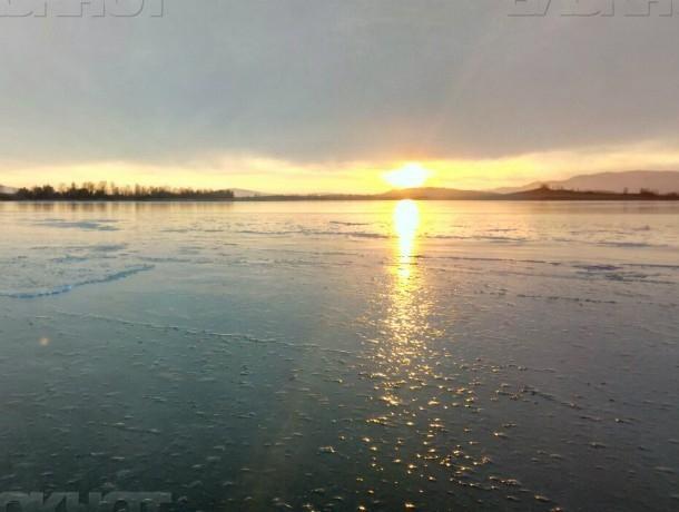 Из троих выжил только один: трагедия на льду водохранилища в Ростовской области