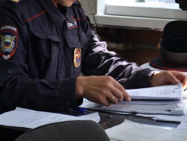 НаДону посадили полицейского, похитившего сместа происшествия 7 ящиков алкоголя