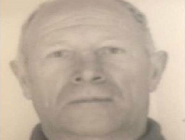 Ушедшего из дома в черной шубе до колен мужчину разыскивают в Ростовской области
