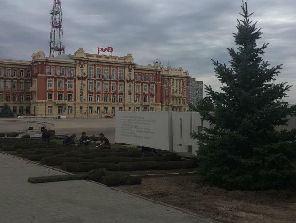 К Дню города в Ростове обновили газоны на Театралке и расчистили парк «Левобережный»