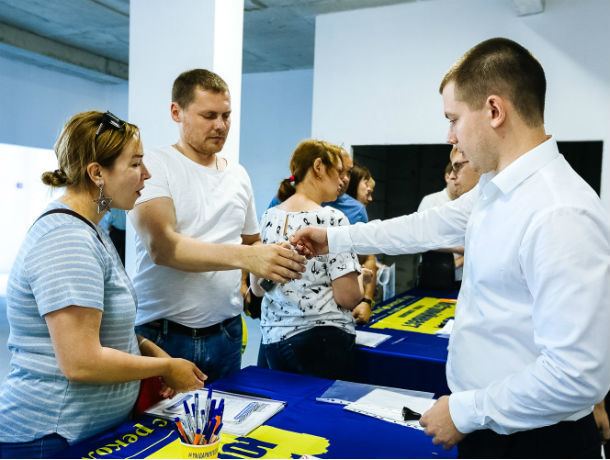 Обманутые дольщики Ростова отпраздновали новоселье благодаря ГК «ЮгСтройИнвест»