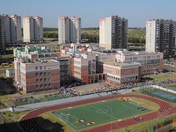 Власти Ростова решили добавить школам этажности