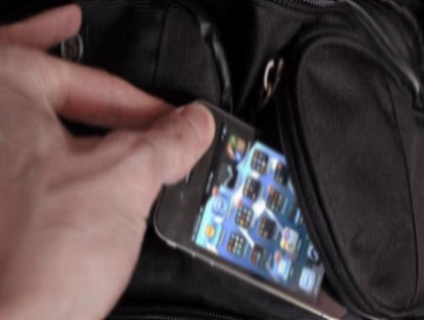 ВРостове упассажирки автобуса украли телефон стоимостью 40 тыс. руб.