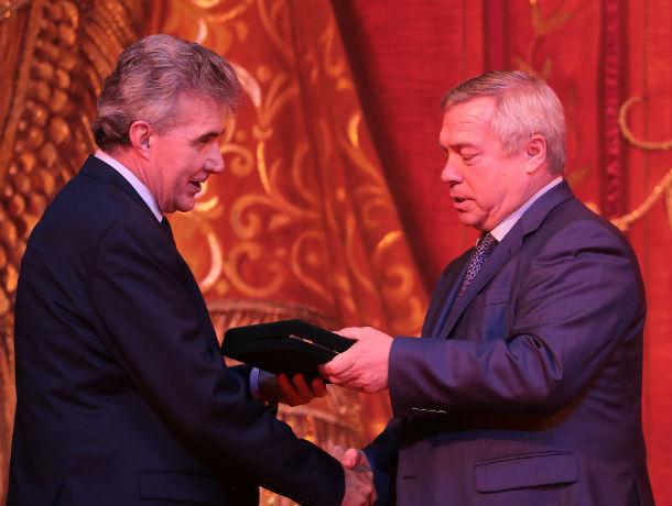 Губернатор Ростовской области подарил музыкантам концертный рояль YAMAHA