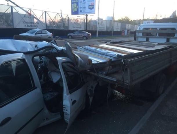 В Ростове заснувший водитель врезался в «Газель»