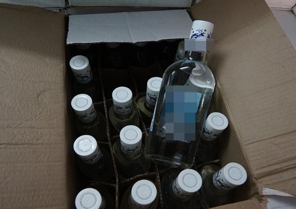В Ростове полиция и спецназ накрыли несколько цехов по производству «паленой» водки