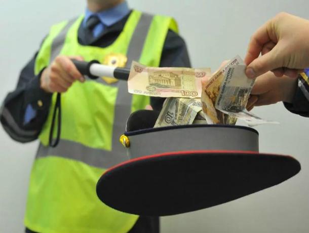 За 20 тысяч рублей «успешно» сдал экзамен по ПДД инспектору ДПС ростовский автовладелец