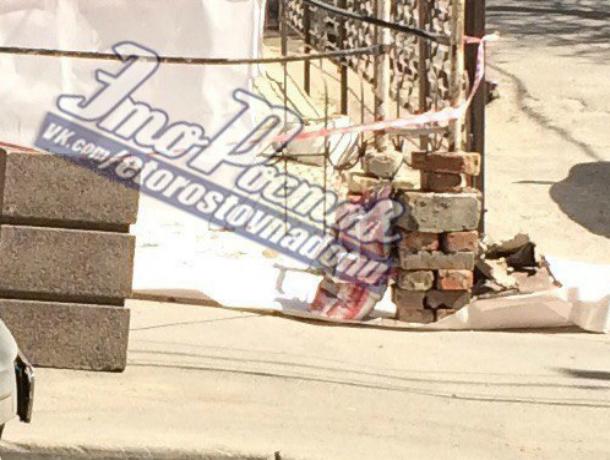 «Кирпичная» техника безопасности рабочих на ремонте многоэтажки рассмешила жителей Ростова