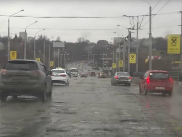 Видео ужасного состояния моста на проспекте Стачки вызвало горькую иронию жителей Ростова