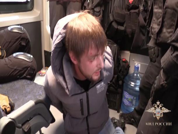 Ростовские оперативники и спецназ задержали лжечиновника, обманувшего фирму на несколько миллионов