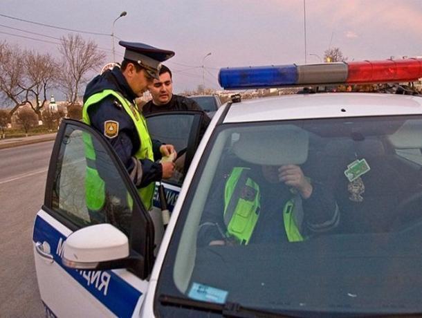 Гражданин Ростова на«BMW X6» специально наехал наинспектора ДПС