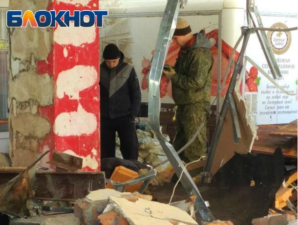В центре Ростова на рабочего упала крыша