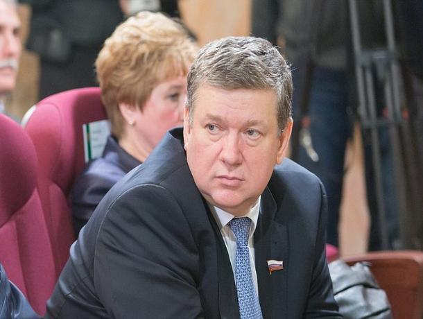 Умерший ростовский сенатор продолжал «трудиться» и после смерти