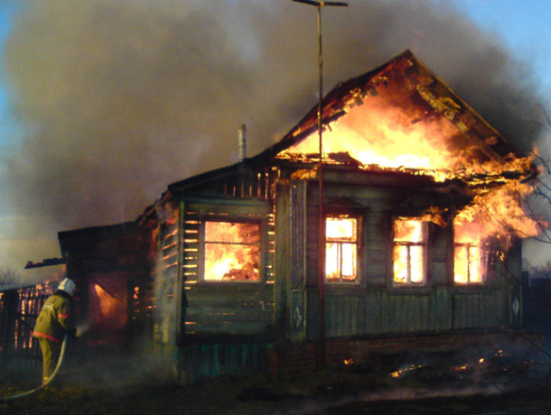 Серьезные ожоги получил мужчина при пожаре в частном доме Ростовской области