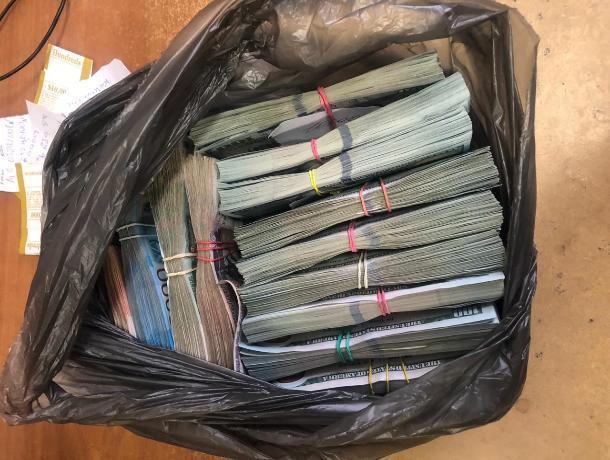 На границе с Украиной ростовские таможенники задержали крупную партию валюты