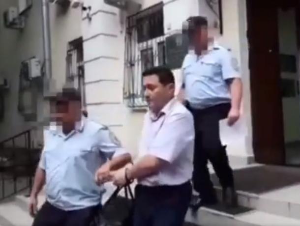 В Ростове суд взял под стражу замначальника СКЖД, которого подозревают в получении взятки